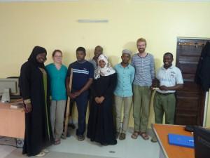 Von links: Juwaira, Katharina, Rashid, Daudi (Vorstand Kilimani), Neema, Shehe, Sebastian, Khamis (Vorstand Kilimani)